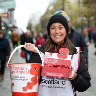 Fundraising-scottish-poppy-appeal-volunteers-2017-NEW-4593